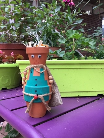 Petit jardinier en pots