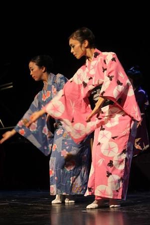 Musique et danse avec le groupe Yozakura