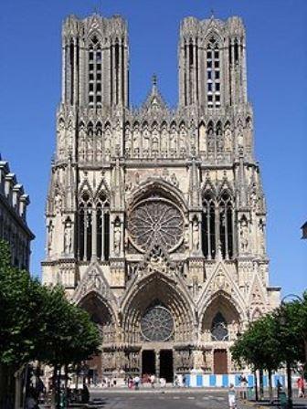 La Vierge dans la cathédrale